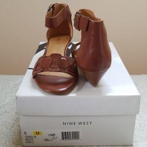 Nine West Women's Victive Leather Fashion Sandal